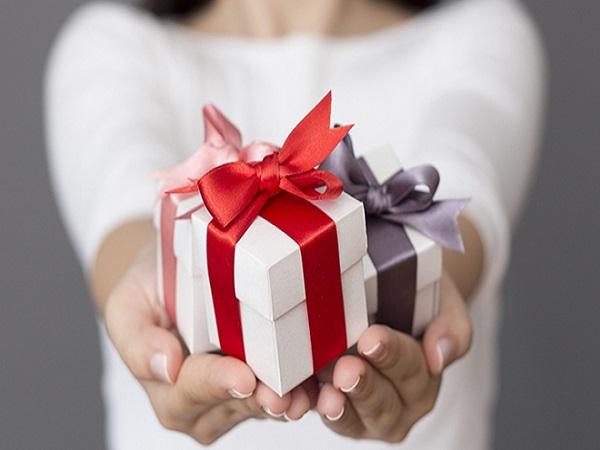 Giải mã điềm báo khi mơ thấy được tặng quà
