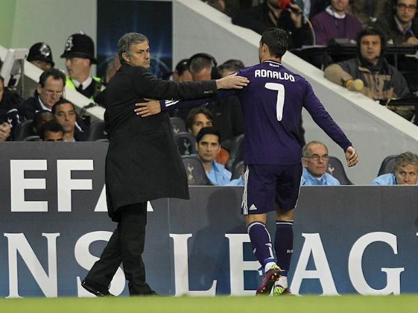 Mourinho chỉ trích Ronaldo ngay cả khi cậu ấy lập hat-trick