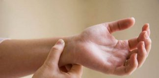 Xem bói nốt ruồi ở cổ tay có ý nghĩa gì?