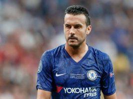 """Chuyển nhượng Chelsea 27/3: Sao đầu tiên rời Chelsea; Chelsea sắp sở hữu """"bom xịt"""" của Real Madrid; Chelsea chốt giá bán Emerson cho Juventus. Sao đầu tiên rời Chelsea Cầu thủ chạy cánh Pedro xác nhận anh sẽ rời Chelsea vào hè 2020, đặt dấu chấm hết sau 5 mùa cống hiến cho The Blues. Anh gia nhập The Blues từ Barca với giá 19 triệu bảng năm 2015, nhanh chóng trở thành một trong những cầu thủ quan trọng của đội bóng. Cho tới nay, Pedro đã cùng Chelsea đoạt 1 chức vô địch Ngoại hạng Anh, 1 FA Cup và 1 Europa League. Chelsea sắp sở hữu """"bom xịt"""" của Real Madrid Theo Diario Madridista, Real Madrid sẵn sàng để tiền đạo Luka Jovic chuyển sang Chelsea nhưng chỉ tạm thời theo dạng cho mượn và không kèm điều khoản mua đứt ở Hè 2020. Chủ tịch Perez vẫn muốn tương lai của Jovic nằm ở sân Bernabeu. Từ đầu mùa 2019/20 Jovic mới được đá chính 4 lần ở La Liga và ghi được 1 bàn thắng. Cầu thủ từng thi đấu cực tốt ở mùa trước không thể cạnh tranh nổi vị trí đá chính với Karim Benzema, thậm chí còn xếp sau cả Mariano Diaz ở vị trí mũi nhọn. Chelsea chốt giá bán Emerson cho Juventus Theo báo chí Italia, Juventus đang tăm tia Emerson của Chelsea. Được biết Chelsea sẵn sàng bán Emerson cho Juventus, nhưng đội bóng thành Turin sẽ phải chồng đủ 25 triệu bảng. The Blues cũng đã nhắm những mục tiêu thay thế hậu vệ người Italia. Có thể kể đến Ben Chilwell của Leicester, Nicolas Tagliafico của Ajax và Alex Telles của Porto. Bản thân Emerson cũng muốn ra đi khì không được trao cơ hội thường xuyên ở Chelsea. Còn nhớ trước đó trong quãng thời gian còn làm việc ở Chelsea, HLV Sarri rất trọng dụng cầu thủ 25 tuổi."""