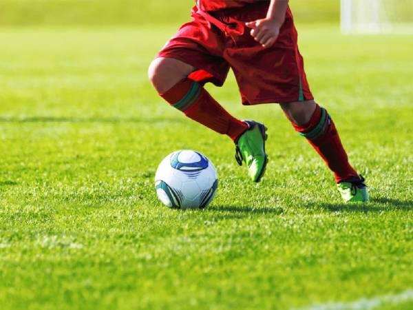 Các kỹ năng đá bóng sân cỏ nhân tạo không thể bỏ qua