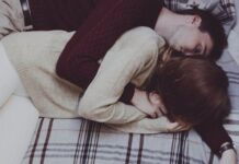 Nằm mơ thấy ôm nhau đánh xổ số con gì dễ trúng