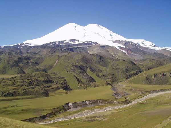 Nằm mơ thấy núi có ý nghĩa điềm báo gì, đánh con gì ăn chắc